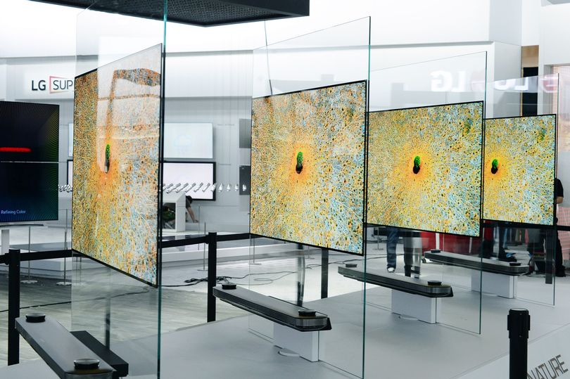 LG-SIGNATURE-OLED-TV-W_2